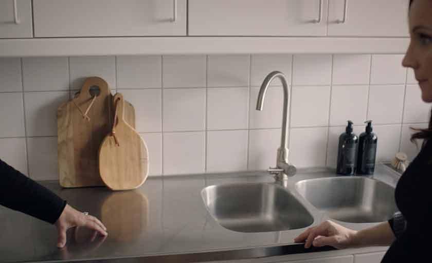 Mija hjälper Frida på Trendenser med sitt Ballingslöv kök