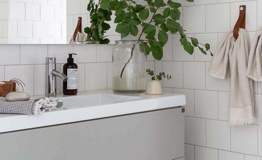 Välkommen tillbaka till Luhrsjöladan och husets badrum!